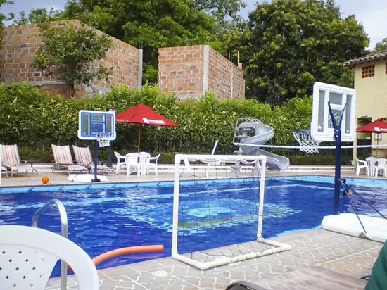 Hosteria Tonusco Campestre: Lounging by the pool.