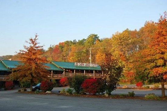 Log Cabin Lodge and Suites: Fall Property Front