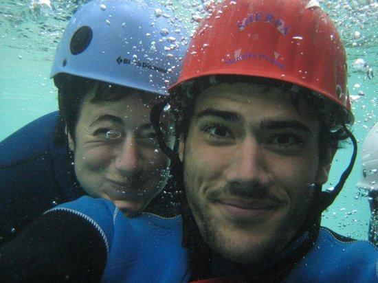 El Último Bucardo: Descenso de Barrancos con los amigos, desde el albergue