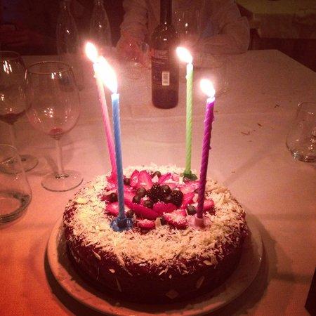 Ristorante Borromeo : La mia torta di laurea al cioccolato, marmellata, frutti e scaglie di cioccolato bianco. Buoniss