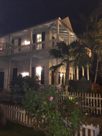 The Conch House Heritage Inn: View of hotel at night