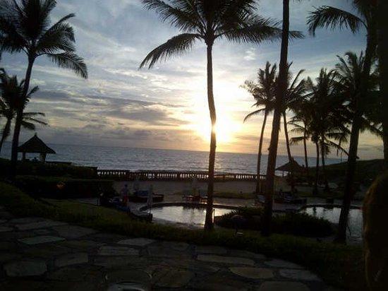Pan Pacific Nirwana Bali Resort : sunset at pool bar
