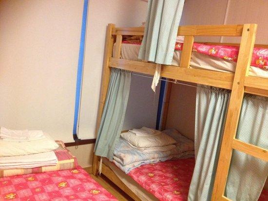 Pobi Guesthouse : 저랑 친구가 묶었던 방이에요~ 깔끔하게 정돈된 이불과 수건,배게시트 포비하우스는 사랑입니다...♡♥︎