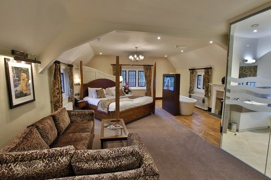 Quorn Grange Hotel: the view when you enter the stunning Willam Morris Suite