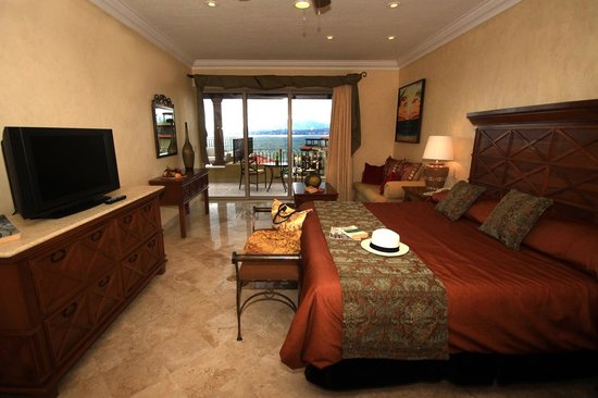 Villa La Estancia: Three Bedroom Penthouse