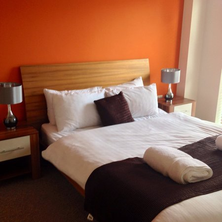 Base Serviced Apartments Duke Street: Smaller double room hudson gardens penthouse