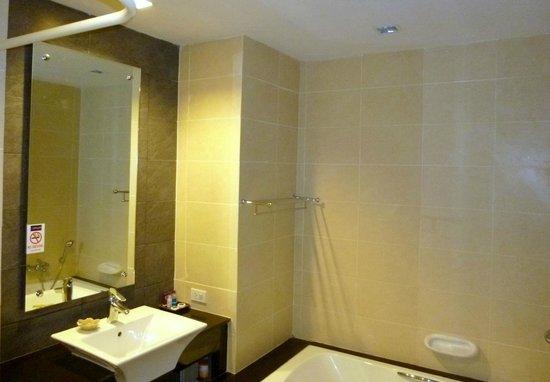 Apasari Krabi : bathroom