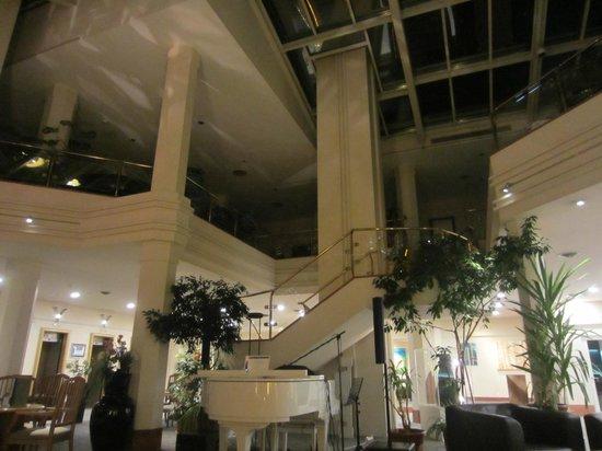 Metropole Hotel Interlaken: Reception area
