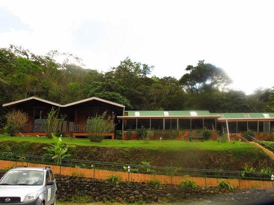 Heliconias Lodge: vista del hotel