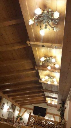 Ristorante Pizzeria Olimpic: soffitto sala