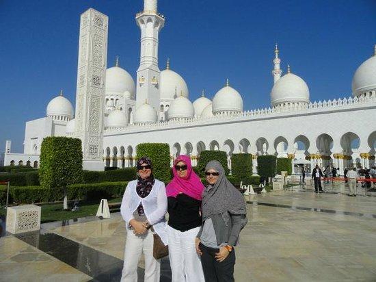 Avec Val Devant La Grande Mosquée De Sheikh Zayed Picture