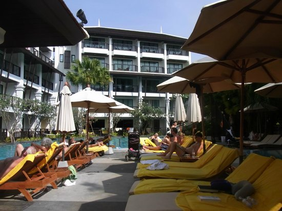 Centara Anda Dhevi Resort and Spa : As pleasant a photo as I could manage of the pool.