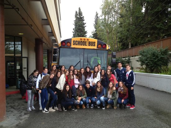 Alex Hotel & Suites : Exchange students from Spain board the bus to meet their host families
