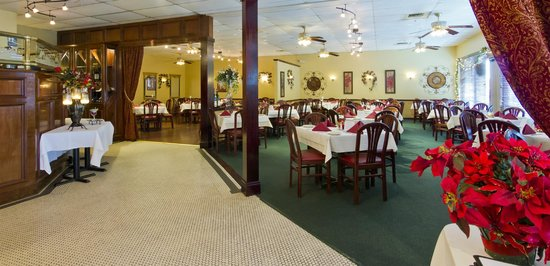 Table 82 of Naples: Dining Room