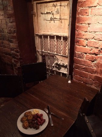 Hotel Katajanokka: столы в ресторане