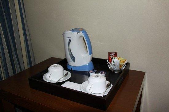 NH Pamplona Iruna Park: Cafe-Te de cortesia en la habiation