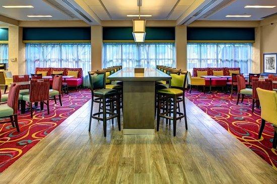 Hampton By Hilton Miami-Coconut Grove/Coral Gables: Perfect Mixed Lobby2