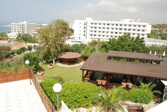 Bella Napa Bay Hotel : Часть территории отеля