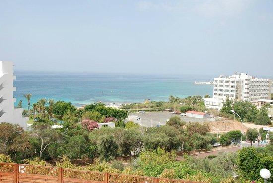 Bella Napa Bay Hotel : Вид на море