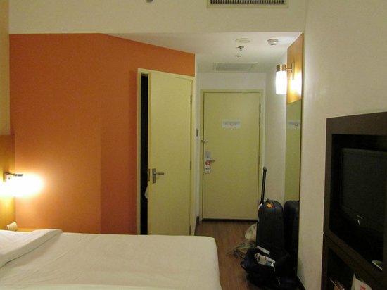 Ibis Singapore on Bencoolen : Room 720