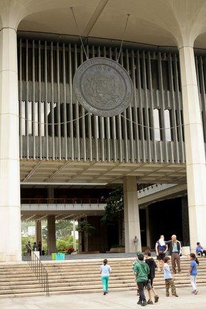 Hawaii State Capitol: Emblem