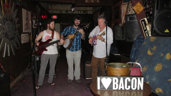 Best Western Plus French Quarter Landmark Hotel: Me (on the right) Jammin with Bacon at BJ's