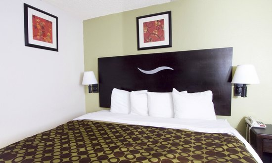 Americas Best Value Inn-Independence-Kansas City: King Bed
