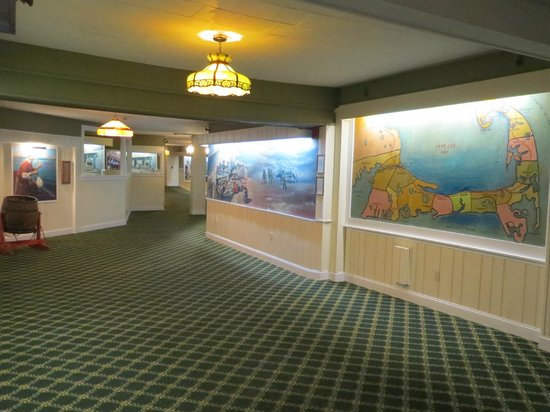 Provincetown Inn Resort & Conference Center : Hallway- all murals were of local scenes