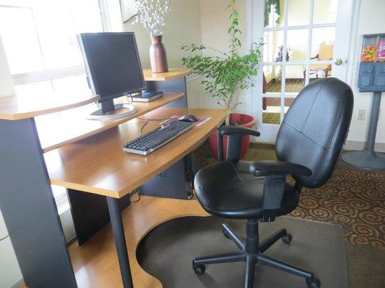 Econo Lodge: 24 Hour Business Center
