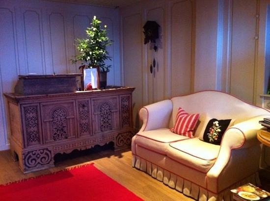 Berghotel Ladinia: salotto all'ingresso