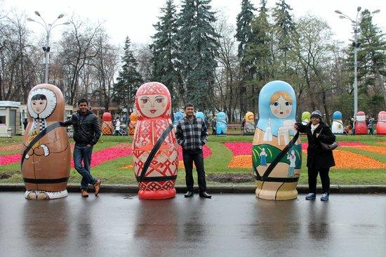 Sokolniki Park: Life size Russian Dolls