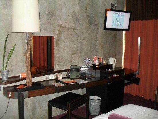 Siam@Siam Design Hotel Bangkok: Contemporary walls