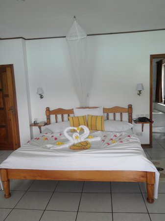 Anse Soleil Beachcomber : Decorated bed