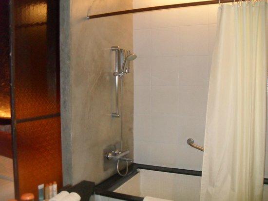 Siam@Siam Design Hotel Bangkok: Shower