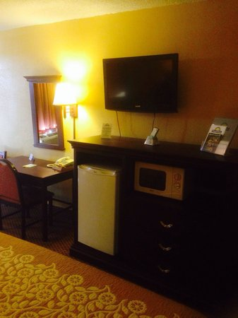 Days Inn Elk City: TV and micro fridge