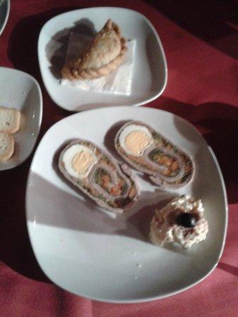 Ushuaia : Empanadillas Criollas y Mata hambre casero con ensaladilla rusa