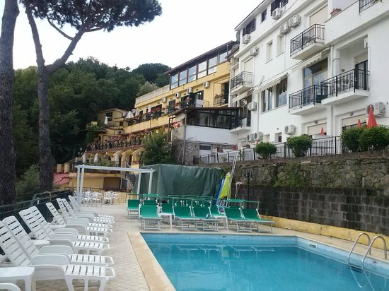 Hotel Residence Le Terrazze : vue de la piscine