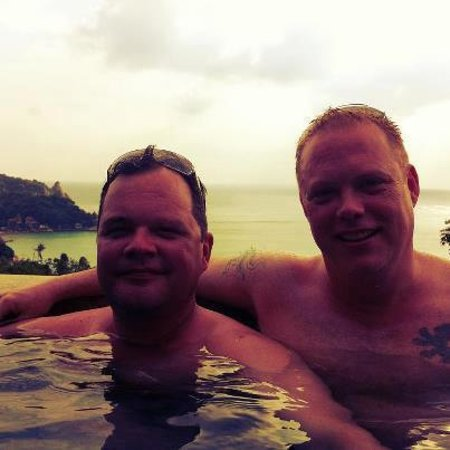 Chintakiri Resort: Evening in the infinity pool!