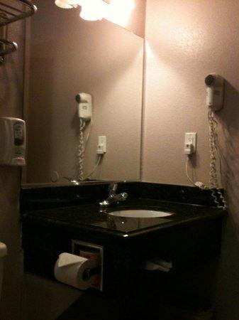 Hotel 414 Anaheim: bathroom