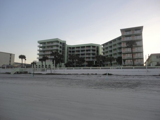 El Caribe Resort and Conference Center: Hotel from the beach