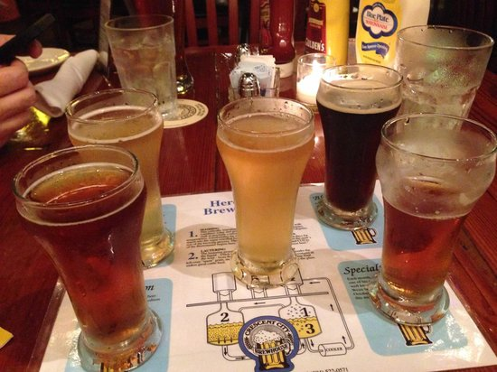 Crescent City Brewhouse : Sampler Top lL Pilsner, Bot L Red Stallion Middle Weiss Top R Black Forest Bot R Bock