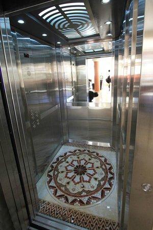 Hotel Ciudad del Lago: Elevator