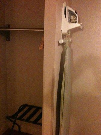 Hotel 414 Anaheim: iron
