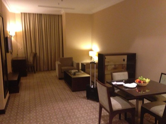 DoubleTree by Hilton Hotel Dhahran: Living room