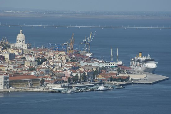 Almada, Portugal: Beautifull view of Lisbon from the Cristo Rei Monument