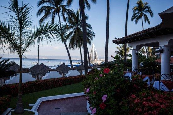 Tropicana Hotel: Taken by pool overlooking the new peer