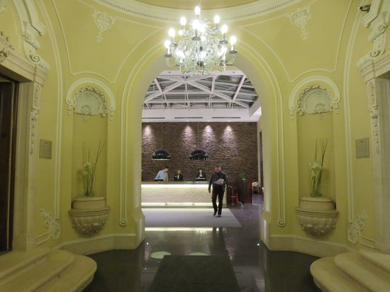 Hotel Palazzo Zichy : Reception from the entrance