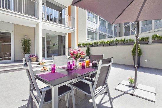 Charmsuites Avenida Parallel: Blue Sea Solarium Apartment