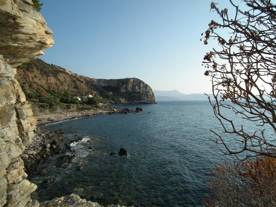 Waves on the Rock: Ravdoucha Bay