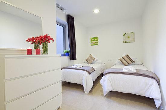 Charmsuites Nou Rambla Apartments: Habitación 2